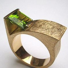 Anell d'or groc i peridot.