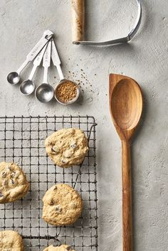 cookies cooling on the counter top by suzanne clements - Cookie, Background - Stocksy United Cake Photography, Flat Lay Photography, Food Photography Styling, Food Styling, Product Photography, Creative Photography, Food Flatlay, Flatlay Styling, Accessoires Photo