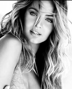Black and White Photography of Women: How Take Beautiful Pictures – Black and White Photography Photography Women, Beauty Photography, Portrait Photography, Photo Portrait, Female Portrait, Photographie Portrait Inspiration, Black And White Portraits, Photos Of Women, Girl Poses