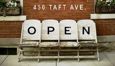 Os hablamos sobre la importancia de tener una entrada llamativa en vuestra tienda. Una manera de conseguirlo es con un cartel de abierto y cerrado original.
