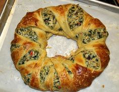 Spinach and Artichoke Crescent Ring-Spinach and Artichoke Appetizer