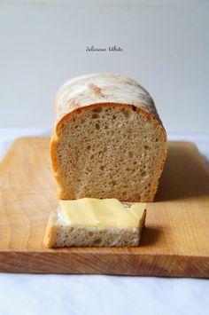 Jakiś czas temu zaczęłam swoją przygodę z chlebami na zakwasie :) Piekę różne chleby coraz częściej, już prawie regularnie. Myślę, że wa...