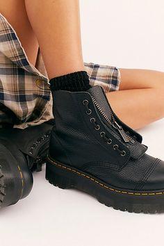 Dr. Martens, Dr Martens Boots, Doc Martens Women, Doc Martens Outfit, Boots For Short Women, Short Boots, Style Grunge, Soft Grunge, Cute Shoes