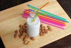 Latte di mandorla   Ricetta facile Senza glutine, senza lattosio, senza colesterolo, potenzialmente senza zuccheri aggiunti. Ricco di vitamine e sali miner