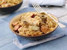 Sauerkraut mit Schweinerippchen und Wurst ist ein Rezept mit frischen Zutaten aus der Kategorie Eintöpfe. Probieren Sie dieses und weitere Rezepte von EAT SMARTER!