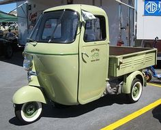 I love scooters, mini cars/vans like these! I must rebuild my scooter!! :D