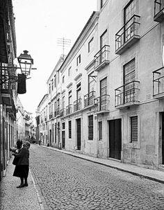 Lisboa de Antigamente: Antiga casa dos Marqueses de Minas Vientiane, Diorama, Arch, Street View, Black And White, Places, Facades, Photography, Nostalgia