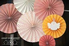 Resultado de imagem para rosetas de papel como fazer