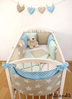 La bolsita en el pie de la cuna, excelente para la ropa sucia del Baby o para guardar cositas.