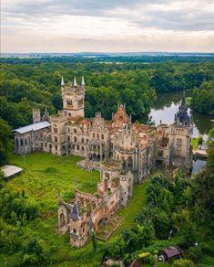 Abandoned Castles, Abandoned Mansions, Abandoned Places, Beautiful Castles, Beautiful World, Beautiful Places, Castle Gate, Castle Ruins, Places To Travel