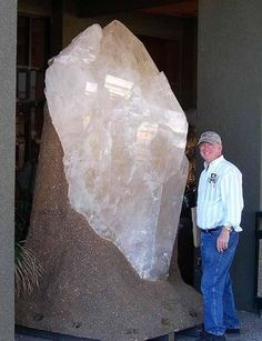 Pegmatite is an igneous rock composed of mineral crystals generally with a diameter of several centimeters which, on rare occasions, can be metres Cool Rocks, Beautiful Rocks, Minerals And Gemstones, Rocks And Minerals, Raw Gemstones, Rock Collection, Mineral Stone, Rocks And Gems, Stones And Crystals