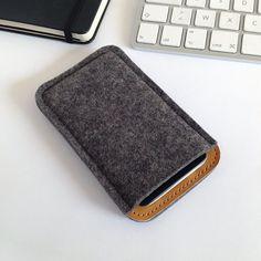Etui iphone 5s Feutre et Cuir Pochette iPhone 5 iPhone 5s par NUACA, €20.00