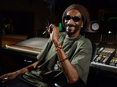 Snoop Dogg puts money forward in attempt to end shelter euthanasia In what is being praised across social media networks, American rapper Snoop Dogg is reportedly investing in animal shelters in an. Voice Of America, Gay, Snoop Dogg, American Rappers, Puppy Mills, Rap Music, Animal Rights, Reggae, Animal Rescue