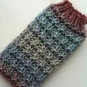 Hurdle Stitch iPhone Cozy - via @Craftsy