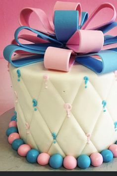 Gender Reveal Cake Ideas To Amaze Everyone - Tulamama Baby Reveal Cakes, Gender Reveal Cupcakes, Gender Party, Baby Gender Reveal Party, Birthday Cake Models, Baby Gender Announcements, Simple Gender Reveal, Baby Shower Gifts For Guests, Reveal Parties
