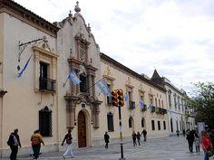 Fachada del edificio histórico de la Universidad Nacional de Córdoba, declarada Patrimonio Cultural de la Humanidad por la UNESCO.