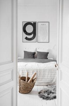 Only Deco Love: Inspiring Homes : White heaven by Kristin Sundberg Scandinavian Bedroom, Scandinavian Interior Design, Home Interior, Scandinavian Design, Decoration Inspiration, Interior Inspiration, White Heaven, White Apartment, Swedish House