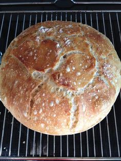 Verdens bedste brød Yummy Eats, Yummy Food, Great Recipes, Favorite Recipes, Danish Food, Bread Bun, Bread And Pastries, Fodmap, Recipes From Heaven
