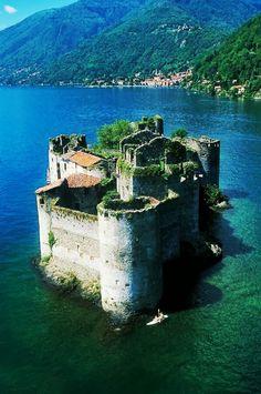 Castle in Cannero,Lago Maggiore,Italy - Nouman Raza - Google+