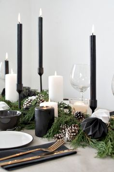 Here are best Black and White Christmas Decoration ideas. These Black and White Christmas decor include Christmas home decor & White & Black Christmas Trees Black Christmas Decorations, Christmas Table Cloth, Christmas Table Settings, Christmas Tablescapes, Holiday Tablescape, Christmas Candles, Modern Christmas Decor, Christmas Aesthetic, Christmas Place Setting