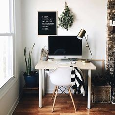 Wouldn't it be nice to be sitting down to this lovely set up this morning?! Where are you working? Home, office, coffee shop? ( : @ro.birkey  via  @letterfolkco )