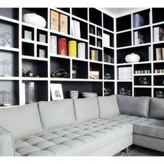 a retenir la banquette confortable plus large que la table et la biblioth que derri re on peut. Black Bedroom Furniture Sets. Home Design Ideas