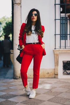 Suit with no tie (Oveja Negra Moda) Classy Work Outfits, Office Outfits, Chic Outfits, Trendy Outfits, Fall Outfits, Fashion Outfits, Pink Blazer Outfits, Suit Fashion, Look Fashion