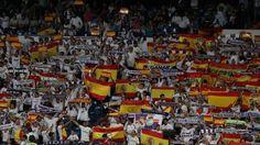 Real Madrid-Español:   Veinte mil banderas nacionales y un cántico: «¡Que viva España!»