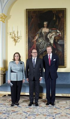 French president Francois Hollande (C) poses with the Grand Duke Henri of Luxembourg (R) and his wife Maria Teresa (L) on 06.03.2015 in Luxembourg, as part of Hollande's official visit to Luxembourg.