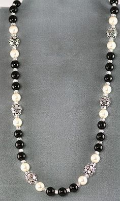 Making Jewelry by Stringing Beads – love the white and black pearls. - new season bijouterie Jewelry Making Beads, Wire Jewelry, Jewelery, Jewelry Necklaces, Beaded Bracelets, Jewellery Making, Beads Making, Silver Jewelry, Beaded Anklets