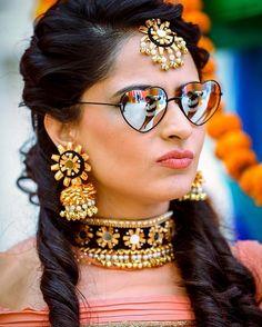 Gota jewellery with dropping ghungroos! Perfect for mehendi look!  #Indianbride #BridalJewellery #WeddingJewellery #Indian #wedding #bride #inspirations #ideas #wedzo