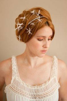 the hairpiece looks like dandelion seeds... <3 Emilliner Bridal Couture