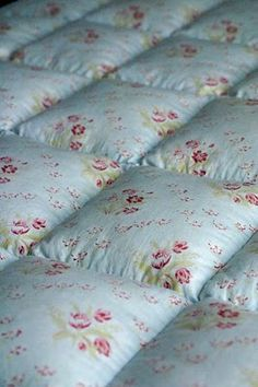 Idea of how to quilt comforter. Puffy Quilt, Bubble Quilt, Sewing Crafts, Sewing Projects, Summer Quilts, Linen Shop, Vintage Quilts, Quilt Blocks, Quilt Patterns