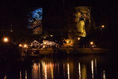 Cēsīs iemīļotais Lāčplēša dienas pasākums, Latvijas kontūrā iedegto svecīšu instalācija, 11.novembra vakarā līdzīgi kā pagājušajā gadā pulcējis aptuveni 10 000 cilvēku, norāda idejas autors un realizētājs Renārs Sproģis