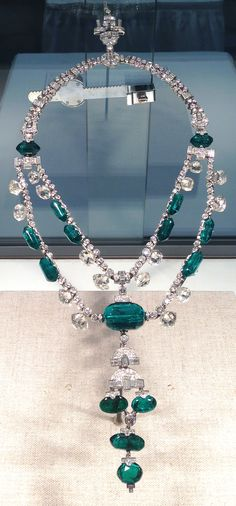 A necklace fit for a Queen. From the Smithsonian's collection, there are 374 diamonds and 15 Columbian emeralds in this amazing piece of jewellery.  Likely cut in the 17th century.