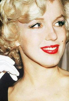 Marilyn at a press conference for Some Like It Hot at the Beverly Carlton Hotel, 1958.