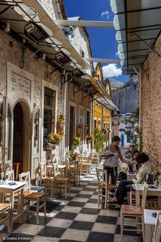 Street Cafe in Ioannina, Greece #NMshoelove #NMhandbags