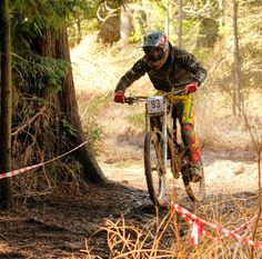 A crash in the first run knocked my confidence a bit had a safe second run coming down into 5th in senior 10th overall. Onwards and upwards. #downhill #race #racing #mtb #specialized #specializedbikes #demo8 #black #yellow #red #troyleedesigns #tld #fox #foxmtb #taviwoods #woodlandriders #sport #cycling #muddy #offroad by dean_collister