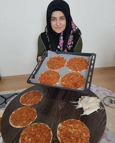 Image may contain: 1 person, pizza and food Arabian Food, Turkish Kitchen, Taco Pizza, Iftar, Turkish Recipes, Dessert Recipes, Desserts, Bakery, Food Porn