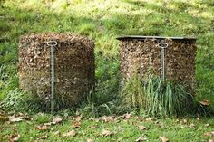 Gardening Compost Compost bins - PhotoAlto/Milena Boniek/PhotoAlto Agency RF Collections/Getty Images - Raking leaves in the flower garden yields free soil amendments, like compost, leaf mold, and mulch. Fall leaves can even start a new flowerbed. Leaf Compost, Garden Compost, Vegetable Garden, Growing Ginger Indoors, Flower Landscape, Landscape Borders, Organic Gardening Tips, Indoor Gardening, Gardens