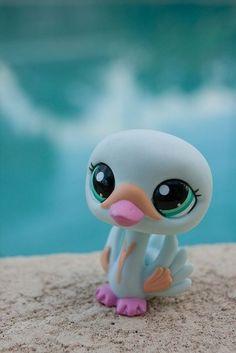 Lps swan by water Lps Littlest Pet Shop, Little Pet Shop Toys, Little Pets, Polymer Clay Creations, Polymer Clay Art, Custom Lps, Lps Toys, Biscuit, Cute Clipart