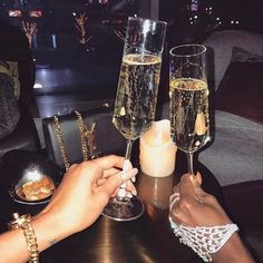 Gloss and elegance fatale, boujee lifestyle, luxury lifestyle women, classy aesthetic, summer Boujee Lifestyle, Luxury Lifestyle Women, Cartier, Elegantes Outfit Frau, Champagne Nails, Champagne Party, Boujee Aesthetic, Rose Gold Aesthetic, Alcohol Aesthetic
