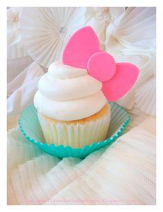 Increíbles ideas para una fiesta de cumpleaños de Hello Kitty. Encuentra todos los artículos para tu fiesta en nuestra tienda en línea: http://www.siemprefiesta.com/fiestas-infantiles/ninas/articulos-hello-kitty.html?utm_source=Pinterest&utm_medium=Pin&utm_campaign=HelloKitty