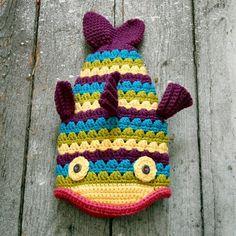 Ravelry: Crochet Fish Hat Pattern and Tutorial pattern by Sally Gorski McCaffrey Crochet Fish, Crochet Dragon, Manta Crochet, Cute Crochet, Crochet For Kids, Crochet Dinosaur, Crochet Winter, Crochet Animal Hats, Crochet Baby Hat Patterns