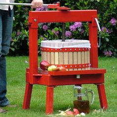 Cross-Beam Fruit Press (20 litres) - up to 8 litres of juice in just one press.