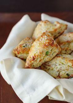 A recipe for Savory Scones with Gruyere, Prosciutto and Green Onion.