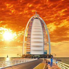 "13.8 mil curtidas, 84 comentários - Burj Al Arab (@burjalarab) no Instagram: ""Once upon a sunset @BurjAlArab #Icon #Sunset #Dubai⠀ Thank you @yakubanto"""