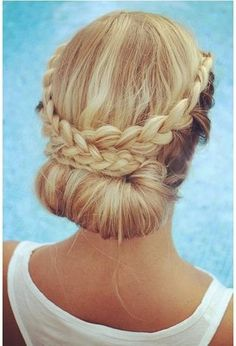 Low bun with side braids. Fancy!
