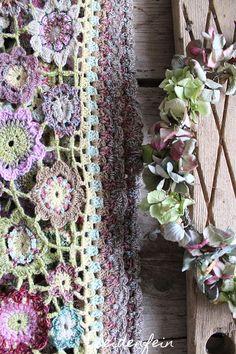 Häkeln, Häkeldecke, Häkelblumen, DIY, crochetaddict, crochet, crochetflowers, crochet blanket, blanket, boho blanket, Blumendecke, Handarbeiten, Kreativblog, Landleben, Countrylife