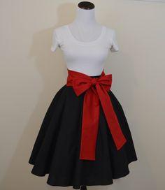 Disney Alice au pays des merveilles Reine des coeurs d'inspiration jupe cercle noir et ceinture rouge par DamselDesigned sur Etsy https://www.etsy.com/fr/listing/481992103/disney-alice-au-pays-des-merveilles